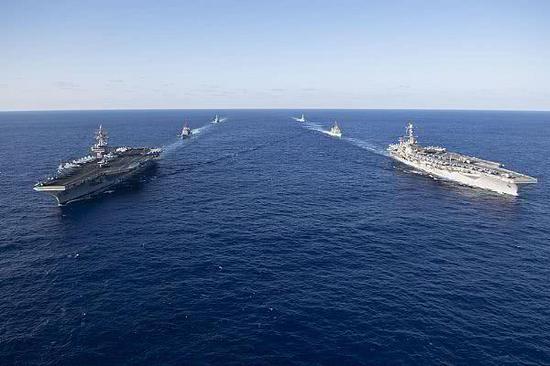 """""""里根""""号和""""斯坦尼斯""""号构成的双航母编队"""