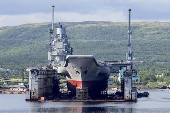俄罗斯的大型浮船坞
