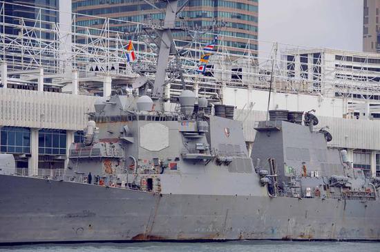 全身布满铁锈的美军战舰