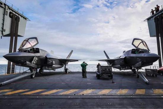 英国航母升降机可同时升迁2架F35B