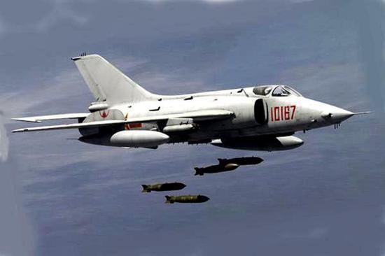 冷战时期其实吾国也特意偏重近距离对地支援,毕竟那时强-5也就精明这个……