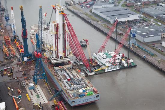 中国造浮吊船已抵达现场 开端打捞挪威淹没保护舰