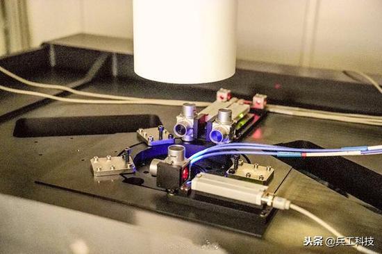 图注:超分辨光刻装备中间部件纳米定位干涉仪以及详细间隙测量编制