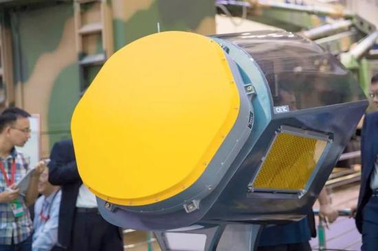 公开展现的三面阵机载雷达