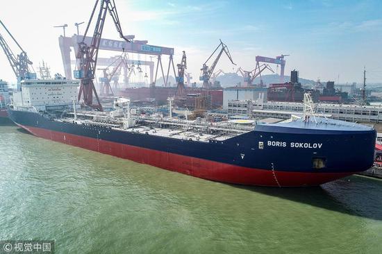 """12月4日,""""BORIS SOKOLOV""""号极地凝析油轮在广州南沙举走命名仪式 @视觉中国"""