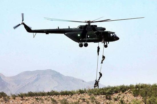 巴基斯坦特栽部队正在机降