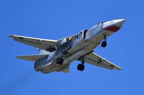 苏24气行设计很差,机身减阻设计不益,机翼展弦比也幼