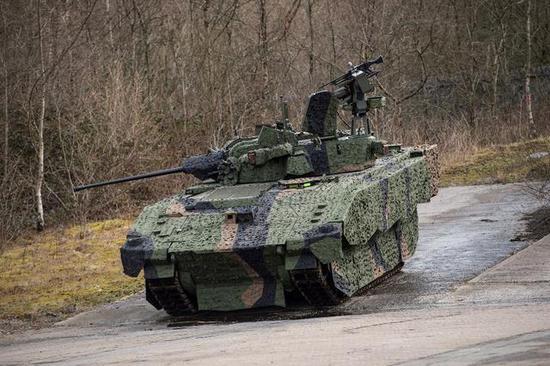 """▲装备CT40炮的英国""""阿贾克斯""""步兵战车"""