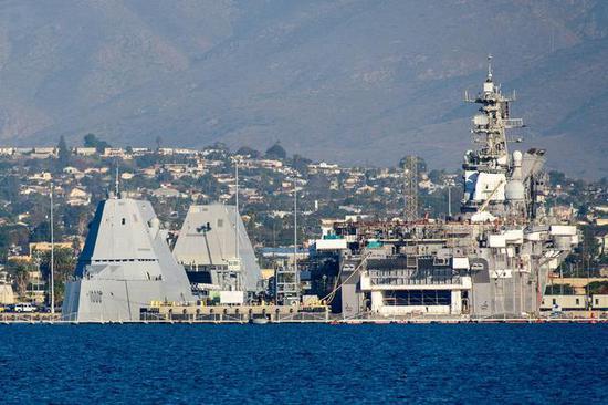 两艘朱姆沃尔特级驱逐舰同时停泊在圣迭戈海军基地