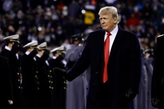 图1 特朗普检阅美国军队