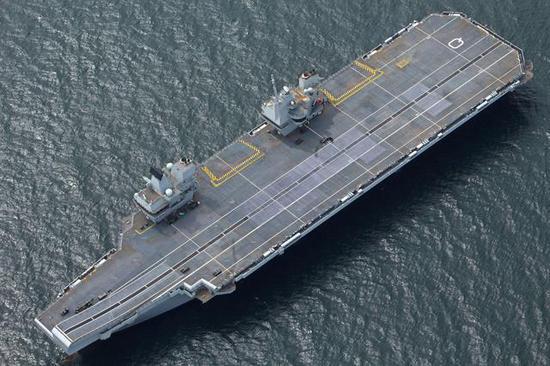 日本的中型航母相通伊丽莎白女王级,但是排水量稍幼
