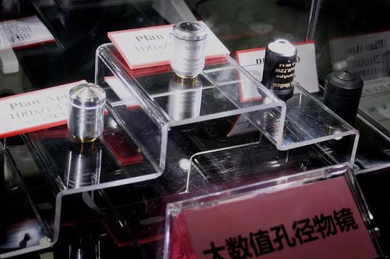 高端平场复消色差生物显微物镜(图片来源:中科院摄影联盟、苏州医工所)