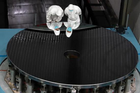 这就是全国第一的4m口径高精度碳化硅非球面反射镜