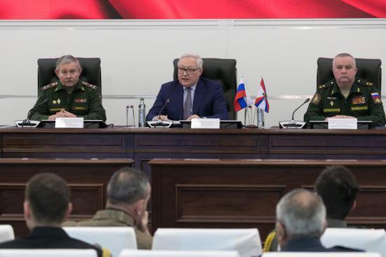 1月23日,俄罗斯副外长里亚布科夫在一场会议上表示,俄罗斯期待与美国就维持《中导条约》问题再次展开对话。(新华社)