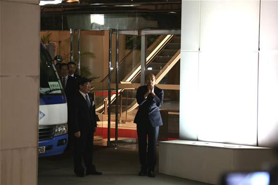 韩国瑜上车离开前向媒体致意 图自橙新闻