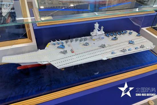 △克雷洛夫国家科学中心展出的新中型航母模型,整体设计中规中矩
