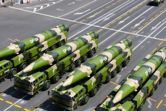 火箭军东风-26弹道导弹。对于打击出现在周边中程弹道,东风-16足以。