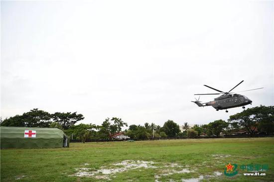 解放军直8G加改装救护直升机赴老挝演习(图)