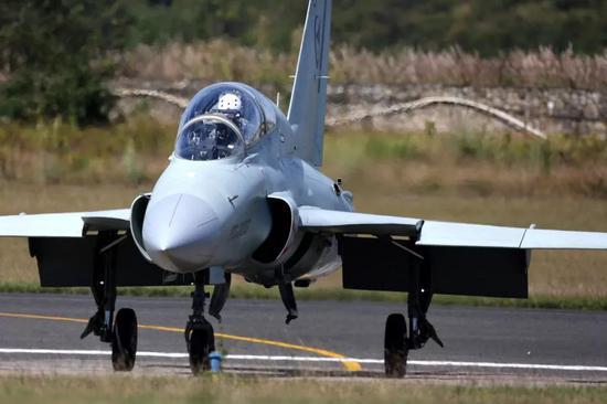 """FTC2000G戰機為何亮相1年才首飛 提升""""賣相""""多賺錢"""