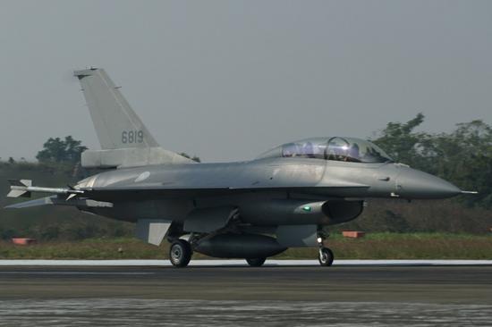 6819号F-16V,刚刚换装就投入到拦截任务当中