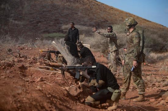 安放在吉布挑的美国陆军坦然部队声援旅官兵