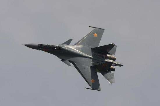 哈萨克斯坦1架苏30SM训练时坠毁 两名飞行员弹射逃生