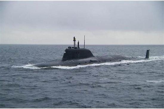 俄媒称亚森级核潜艇超中国095 可2500公里外击沉航母