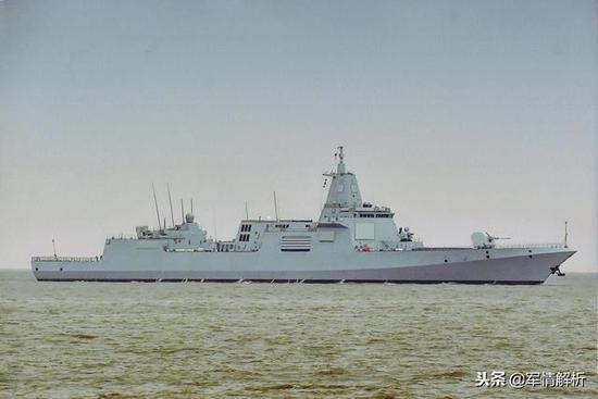 海试中的055型驱逐舰