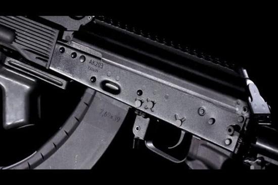 图片:即将投产的AK-203突击步枪,使用7.62毫米口径。