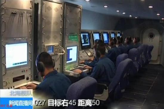 左侧是空警500内部信号处理与解算设备,重量和体积并不大
