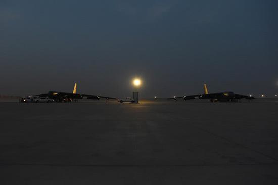 停在机场的B-52H战略轰炸机群(图源:美国中央司令部)