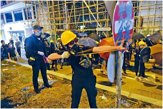 香港律政司称暴徒若示威时持有弹弓 警方即可拘捕