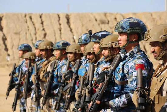 中国有外军模拟部队_中国特种部队现身中东 全部使用外军枪械射击(图)|中国|特种部队 ...