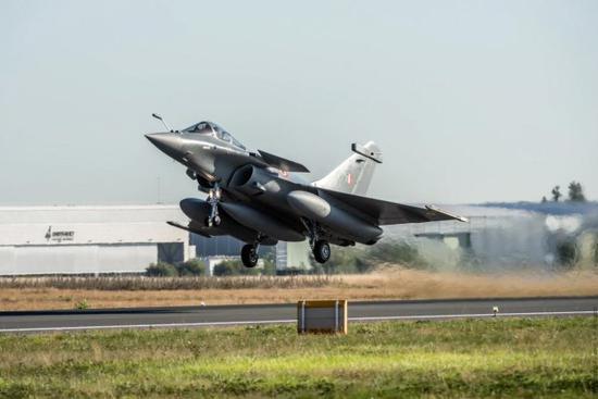 印媒:中国战机都是劣质复制品 对华空袭阵风打头阵