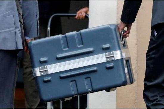 埃航空难飞机黑匣子。(图:路透)