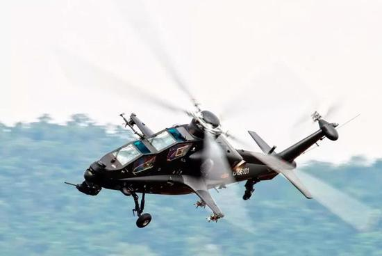 武直-10直升机装备部队后,好评如潮,飞机机动性好,攻击力强,打的很准