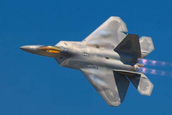 F22侧重跨声速作战,其俯仰力矩较小