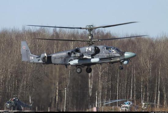 现在俄军已经最先采购装备卡-52直升机,新SBV的许众设计仍可望出Ka-52的影子