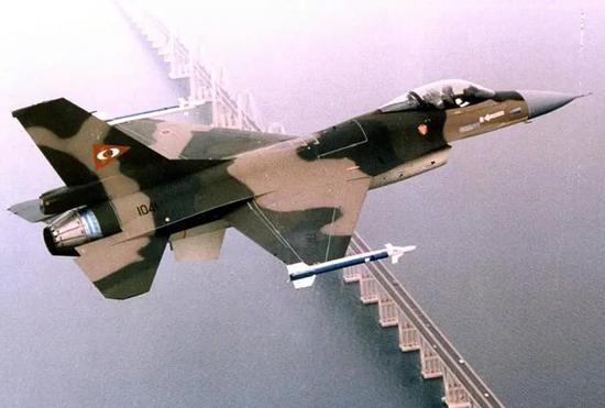 1992年,委内瑞拉爆发了政变。那时该国空军的片面将领和部队参添了政变。