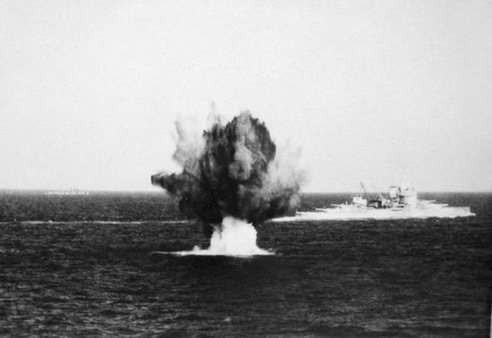 """图2 1941年在地中海作战的""""厌战""""号"""