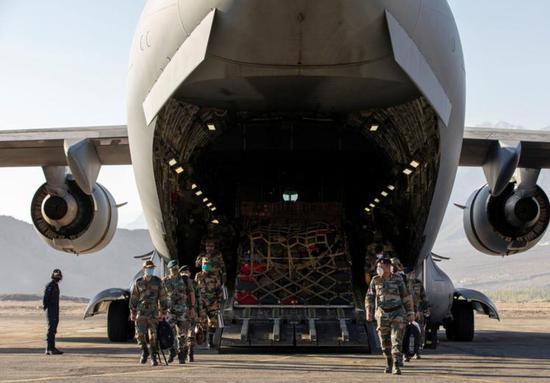 印军加紧向中印边境运大量过冬物资 连骡子都用上了
