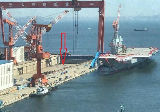 大连造船厂航母_中国航母新厂房疑似曝光:比002航母船坞长了200米 – 铁血网