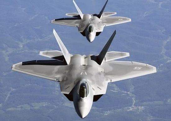 F-22卓异的性能来源两部先辈的发行机,后者又凭借原料挺进