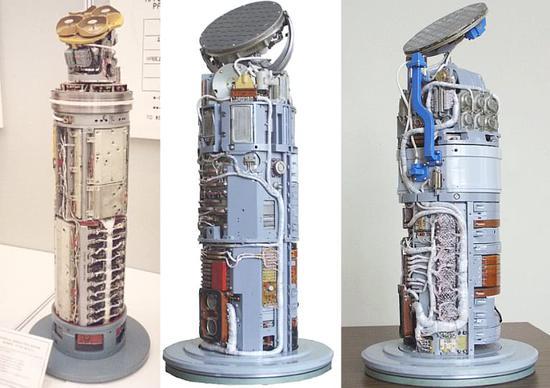 R27半主動雷達導引頭在左側,最新的改進是采用右側 主動雷達導引頭,