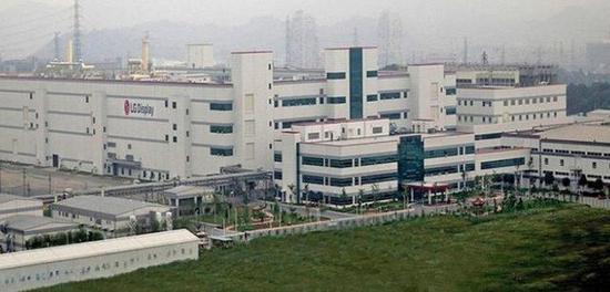 图为LG显示器的广州工厂,该厂的开设曾遭到三星勾结韩国政坛的顽强阻击。