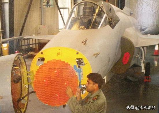 """△""""枭龙""""目前使用的KLJ-7机扫火控雷达"""