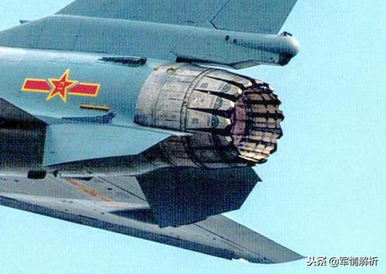 1034号歼-10B战机行使的矢量引擎喷口特写