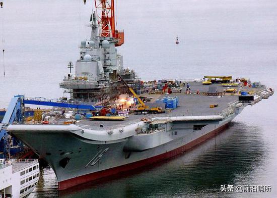 改造中的辽宁舰