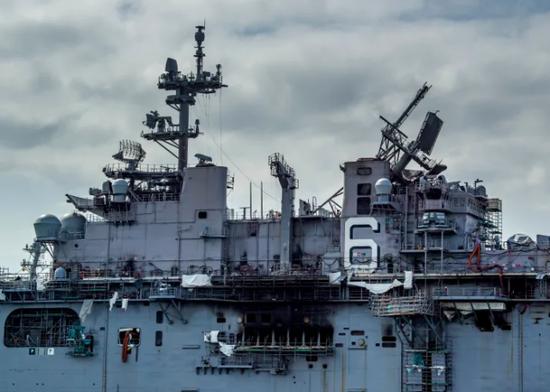 两栖舰失火引美媒担忧:若跟中国开战军舰都修不过来