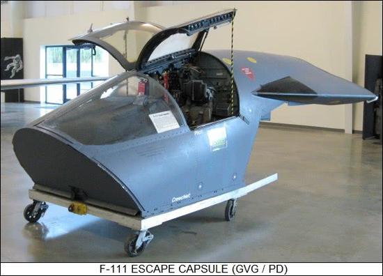 这就是F111的逃生舱,腾贵的航电和飞走员做一首同时逃命,想的很美